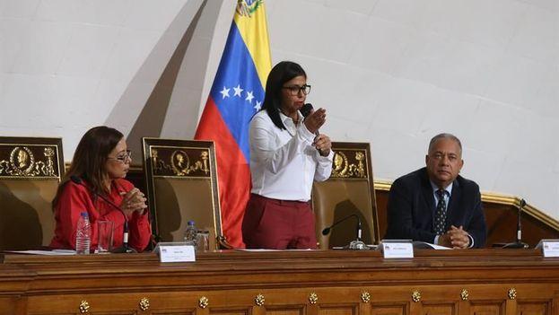 Fotografía cedida por la Agencia Venezolana de Noticias que muestra a la presidenta de la Asamblea Nacional Constituyente, Delcy Rodríguez durante una sesión este martes. (EFE)