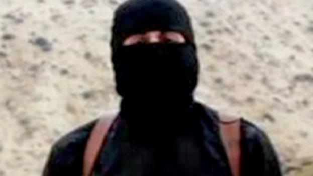 """Fotograma en el que aparece el yihadista del EI conocido como """"John""""."""