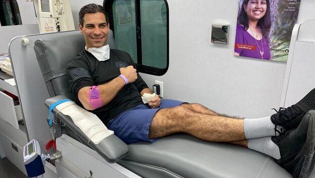 El alcalde Francis Suárez fue una de las primeras personas en el condado Miami-Dade en ser confirmadas de contagio del nuevo coronavirus. (Twitter)