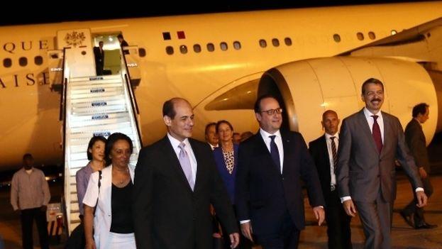 François Hollande a su llegada a La Habana este domingo. (Élysée)