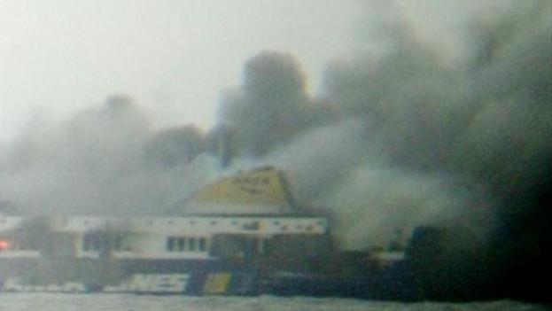 Fuego en el Ferry 'Norman Atlantic'. (Twitter)