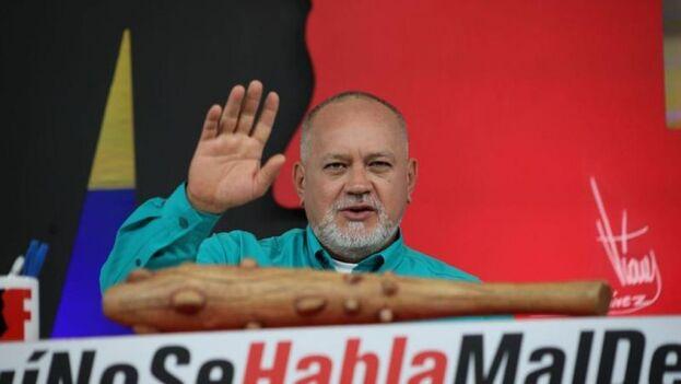El diputado reiteró que la Fuerza Armada venezolana va a combatir a todos los grupos irregulares que ingresen al país. (Con el mazo dando)
