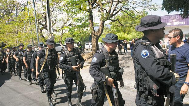 Funcionarios del régimen filtran que agentes cubanos se han encargado de entrenar a policías y funcionarios del Estado en técnicas de represión, espionaje y control de cárceles y puestos fronterizos. (La Prensa/Archivo)