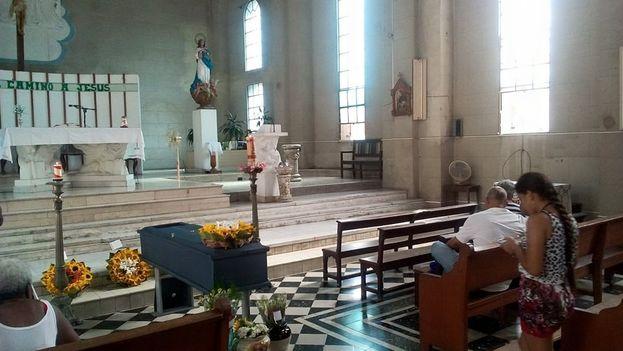 Funeral de María Emilia Quesada Blanco en la parroquia de Monserrat en Cienfuegos. (14ymedio)