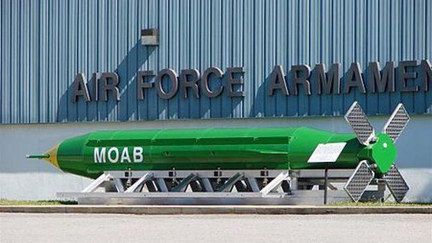 El proyectil no nuclear más potente del arsenal estadounidense destruyó además una importante instalación del grupo terrorista. (wikimedia)