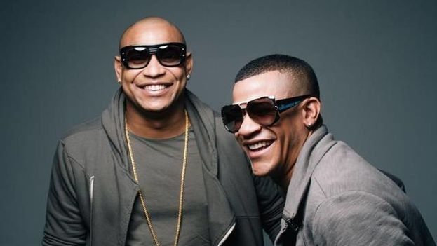 El dúo Gente de Zona, premiado en la ceremonia de los Grammy Latinos. (Twitter)