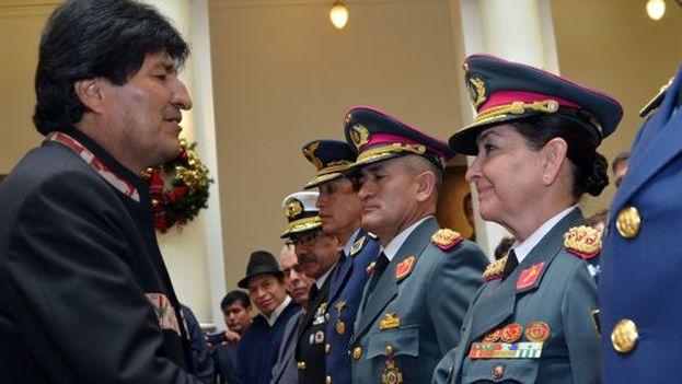 Gina Reque Terán fue la primera mujer boliviana en llegar al grado de general del Ejército, el pasado marzo. (EFE)