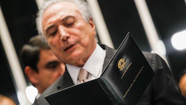 Esta decisión se produce después de que el diario 'O Globo' revelase la existencia de una grabación en la que Temer comprase el silencio de un aliado político. (@MichelTemer)