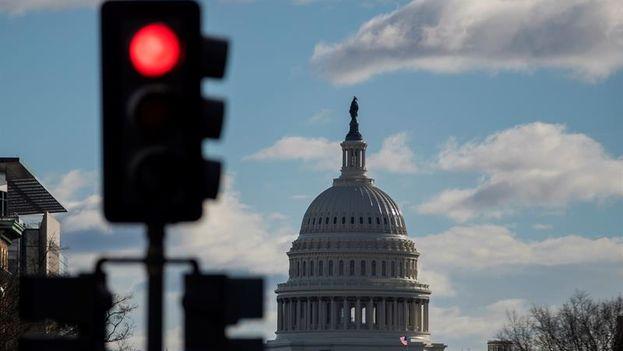 Desde la medianoche del sábado, el Gobierno federal de EE UU inició un cierre parcial por falta de acuerdo en los presupuestos. (EFE/Erik S. Lesser)