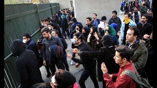 Las protestas contra las políticas económicas del Gobierno del presidente iraní, Hasan Rohaní, comenzaron este jueves. (EFE)