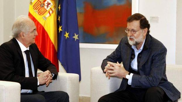 El presidente del Gobierno español, Mariano Rajoy, recibió este sábado en Madrid al alcalde metropolitano de Caracas y opositor venezolano, Antonio Ledezma. (EFE)