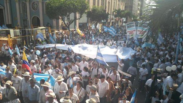 Las marchas en contra del Gobierno de Rafael Correa en Guayaquil. (@Crisnamom)