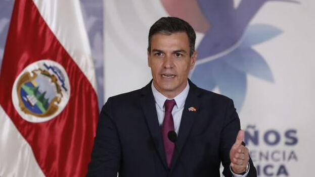 El presidente del Gobierno español, Pedro Sánchez, habla durante una rueda de prensa. (EFE/ Bienvenido Velasco).