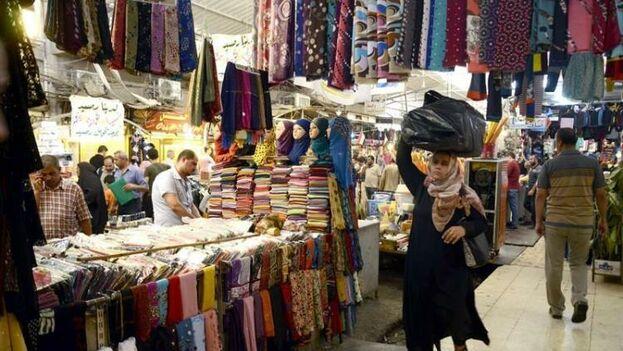 El Gobierno central no ha contribuido a la reconstrucción del mercado, según denuncia la administración local y los comerciantes.