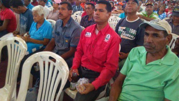El Gobierno discutió este lunes con los campesinos la direccionalidad del Presupuesto de la Nación 2017. (@PSUV)