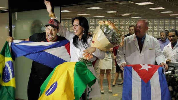 El Gobierno cubano obtiene entre 8.000 y 10.000 millones de dólares cada año por el trabajo de sus profesionales en el extranjero. (EFE)