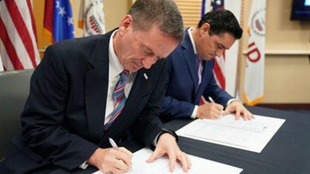 El acuerdo es la oficialización de la condición de aliados entre los Gobiernos de EE UU y Venezuela, de sus parlamentos legítimos y su presidente, dijo Vecchio. (Carlos Vecchio)