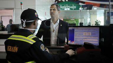 Guaidó a su llegada al aeropuerto de Caracas en un vuelo de la portuguesa TAP. (JGuaido)