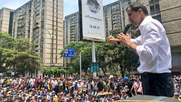 Guaidó acompañó las manifestaciones opositoras por la conmemoración del Día del Trabajo y prometió luchar por la recuperación del mermado poder adquisitivo de la población. (@jguaido)