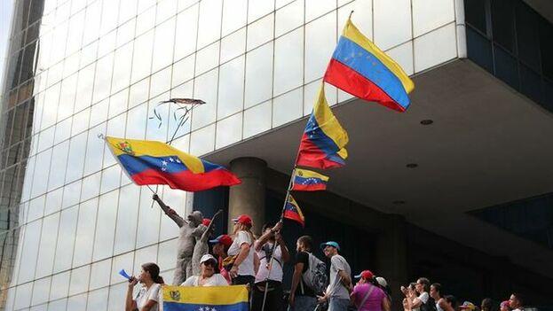 Guaidó se puso este martes al frente de las protestas y respondió contra las acusaciones del Gobierno chavista. (EFE)