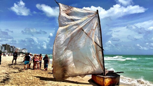 A pesar de que la Guardia Costera de EE UU es implacable con los cubanos y haitianos que interceptan en el mar y repatrian a sus países, los balseros siguen intentando alcanzar el sueño americano. (el Nuevo Herald)