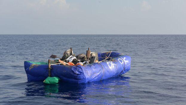 Una de las embarcaciones de cubanos interceptadas por la Guardia Costera de EE UU durante la semana pasada. (Twitter/@USCGSoutheast)