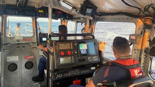 La Guardia Costera busca a diez personas en las inmediaciones de Cayo Hueso, Florida. (USGC)
