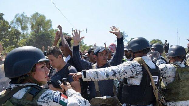 La Guardia Nacional mexicana dispersó a los migrantes que intentaban cruzar la frontera. (Diario de Yucatán)
