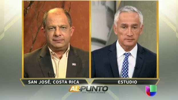 """Luis Guillermo Solís conversando con el periodista Jorge Ramos en """"Al Punto"""""""
