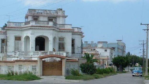 Esta casa en La Habana era propiedad del gallego Raúl Lesteiro, según sus parientes, que reclaman por las pérdidas desde España. (D.R.)