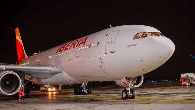 El avión La Habana, de la compañía Iberia, aterrizó este jueves en el Aeropuerto Internacional José Martí con el presidente de la compañía a bordo. (@Iberia)