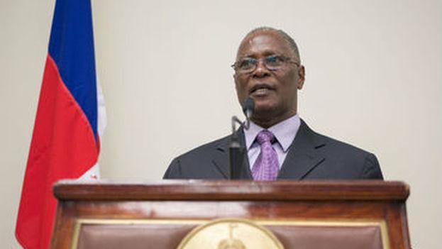 El presidente interino de Haití, Jocelerme Privert, al momento de anunciar el próximo nombramiento del nuevo primer ministro del país. (EFE)