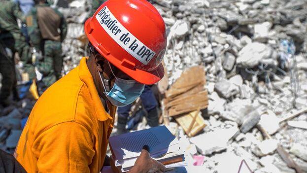 Haití necesita de ayuda urgente para atender a los heridos, además de apoyo logístico y sanitario para tratar de rescatar al mayor número posible de víctimas. (EFE)