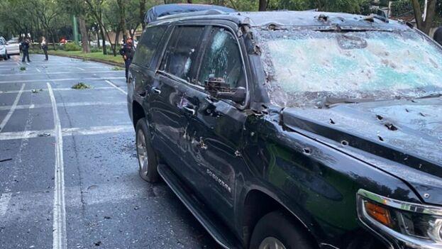 El vehículo en el que viajaba Omar García Harfuch, secretario de Seguridad Pública, luego del atentado. (Secretaría de Seguridad Pública de la Ciudad de México)
