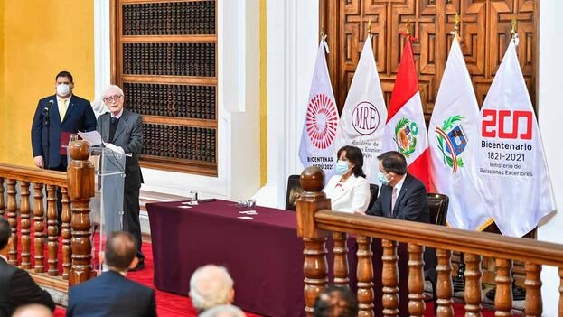 Héctor Béjar presentó su renuncia irrevocable y ahora Pedro Castillo tendrá que hacer cambios a marchas forzadas en su gabinete. (Cancillería)