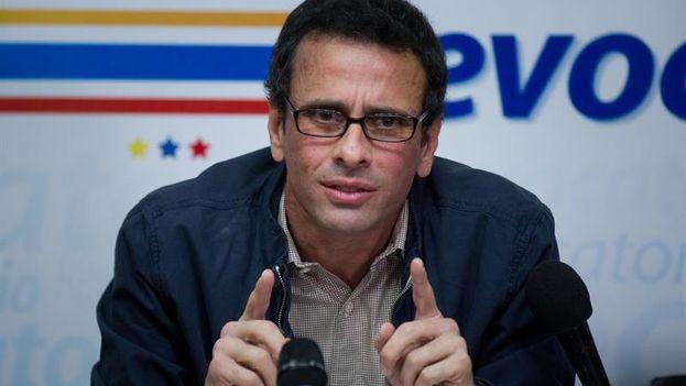 El líder de la oposición, Henrique Capriles, aseguró este viernes que el Gobierno venezolano ordenó emplear grupos armados irregulares para actuar contra las manifestaciones que se dan en el país desde el 1 de abril. (EFE)