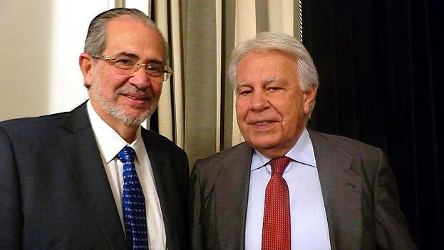 Miguel Henrique Otero, presidente editor de 'El Nacional', y Felipe González, expresidente del Gobierno de España. (El Nacional)
