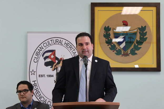 El presidente de Herencia Cultural Cubana, Daniel I. Pedreira, habla sobre el estado del patrimonio cubano este martes en Miami. (14ymedio)