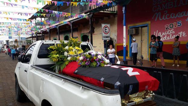 Hernaldo Sánchez, que falleció ayer tras varios días hospitalizado, recibió honores del FSNL. (@Canal4Ni)
