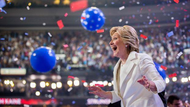 """Hillary Clinton insistió en la necesidad de crear una nación incluyente, donde """"la economía no funcione solo para los de arriba"""". (@HillaryClinton)"""