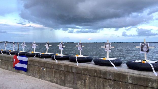 Homenaje en Miami a las víctimas del hundimiento del remolcador '13 de marzo'. (Twitter)