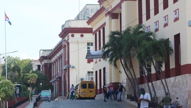 """Hospital Clínico-Quirúrgico """"Calixto García"""", La Habana, Cuba. (14ymedio)"""