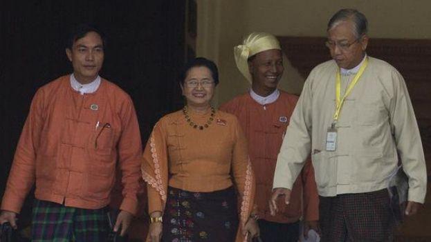 Htin Kyaw, el presidente electo de Birmania (derecha). (Fotograma)