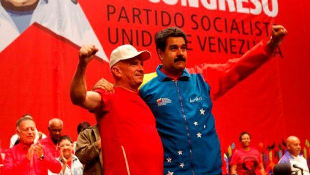 El ex general Hugo Carvajal junto a Nicolás Maduro en una foto de archivo. (EFE)