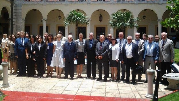 Foto oficial de la III Reunión de Rectores Cuba-Rusia. (@CubaMES )