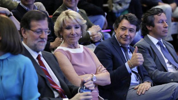 Ignacio González (levantando el pulgar) junto a Esperanza Aguirre y Mariano Rajoy durante la campaña de las últimas elecciones europeas. (CC)