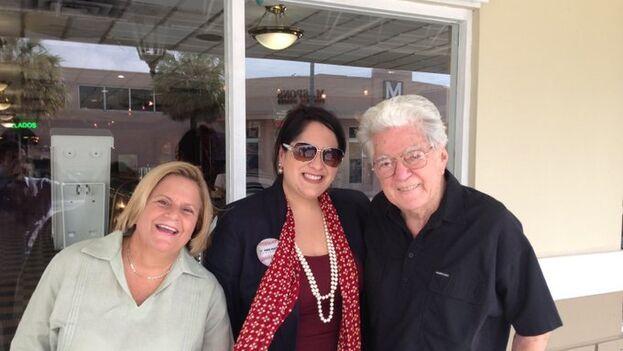 Ileana Ros-Lehtinen junto a su padre y Nilda Pedrosa, de la que se ha despedido afectuosamente en Twitter. (@RosLehtinen)