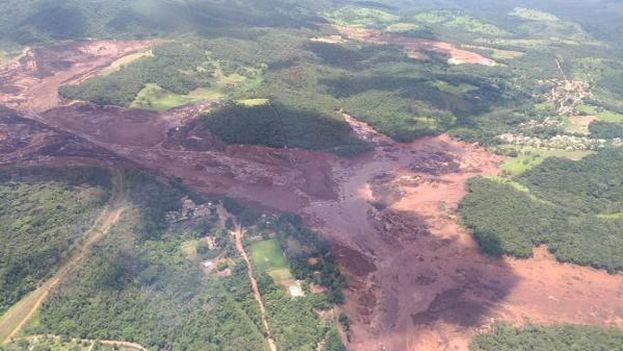 Imagen aérea de la situación en Brumadinho tras la ruptura del dique minero. (Arcanjo Major Carla)
