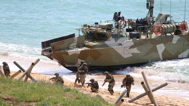 Imagen de maniobras militares de la fuerza naval rusa en Crimea. (EFE/EPA/Vadim Savitsky/Ministerio de Defensa de Rusia)