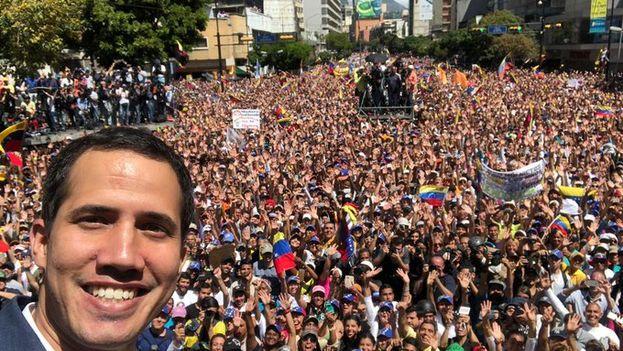 Imagen tomada por el propio Juan Guaidó en la marcha que ayer congregó en Caracas a sus simpatizantes. (@jguaido)